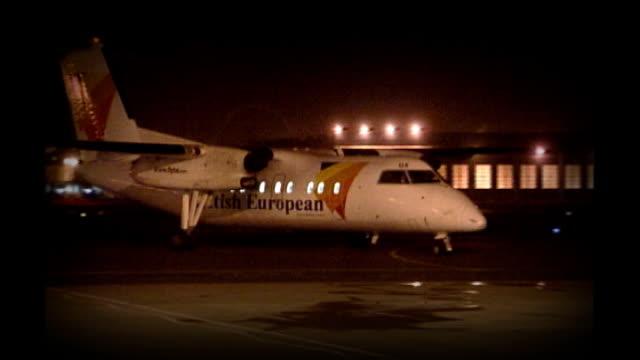 vídeos de stock e filmes b-roll de bloody sunday killings saville report exonerates bloody sunday victims night graphicised seq plane carrying lord saville taxiing on runway... - saville report