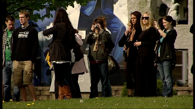 bloody sunday killings saville report to be published on tuesday 14th june 2010 northern ireland londonderry ext group of tourists taking photographs... - saville report stock videos & royalty-free footage