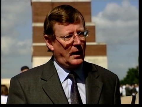 stockvideo's en b-roll-footage met david trimble resignation david trimble mla interviewed sot only if we get this issue settled and we see weapons being put permanently beyond use in... - david trimble
