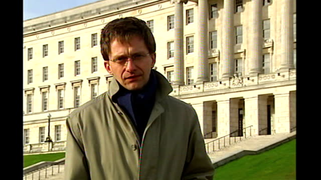democratic unionists and sinn fein power sharing government stormont castle ext reporter to camera - シンフェイン点の映像素材/bロール
