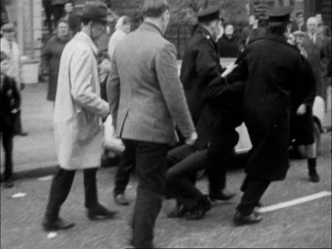vidéos et rushes de northern ireland demonstrations n ireland belfast ms line of police cms youth with loudhailer pan to police line cms scuffle ts scuffle zoom in ms... - belfast