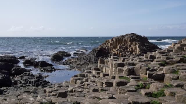 northern ireland giants causeway extending to sea - mythologie stock-videos und b-roll-filmmaterial