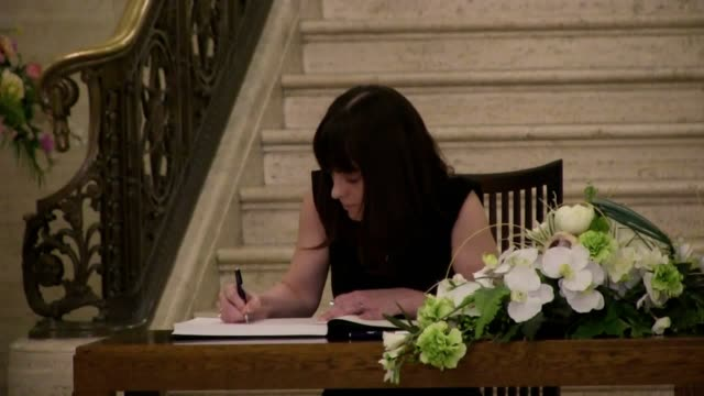 northern ireland leaders including deputy first minister michelle o'neill sign a book of condolence for seamus mallon at the parliament buildings in... - ストーモント点の映像素材/bロール