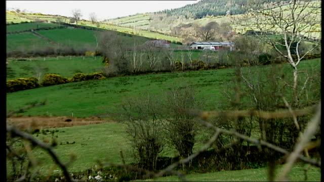 vídeos y material grabado en eventos de stock de northern ireland peace process: continued paramilitary activity; county monaghan: farmhouse where man was allegedly killed by paramilitaries - provincia de ulster