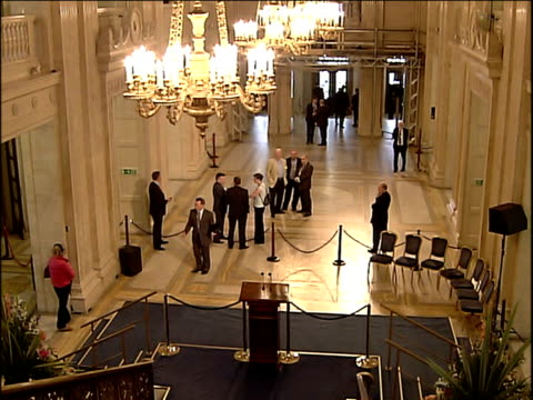 new executive sworn in speeches northern ireland belfast stormont int general views people mingling in great hall / members of legislative assembly... - ストーモント点の映像素材/bロール