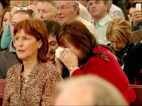 sinn fein votes in favour of policing republic of ireland dublin int conference hall as gerry adams stands for speech delegates listening as one... - itv weekend evening news stock-videos und b-roll-filmmaterial