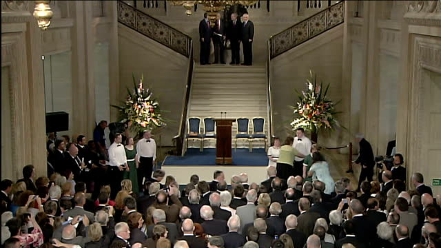 speeches at stormont on day devolution restored northern ireland belfast stormont great hall photography * * general views of audience standing in... - ストーモント点の映像素材/bロール