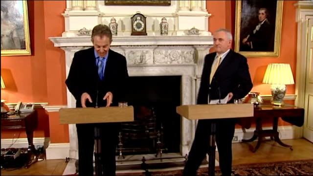 stormont assembly elections to be held in march 2007 england london downing street int tony blair mp and taoiseach bertie ahern into room for press... - バーティ アハーン点の映像素材/bロール
