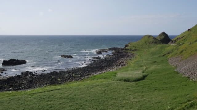 northern ireland pebble beach causeway coast - mythologie stock-videos und b-roll-filmmaterial