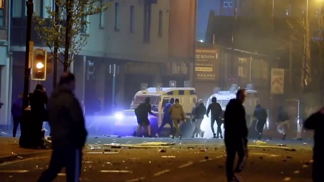 sectarian violence continues as northern ireland assembly meets; northern ireland: west belfast: ext at night youths on the street throwing missiles... - violence stock videos & royalty-free footage