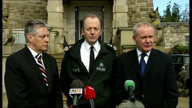 vidéos et rushes de sinn fein condemn attacks mcguinness press conference sot totally and absolutely united in terms of how we move forward / they are small... - groupe moyen d'objets
