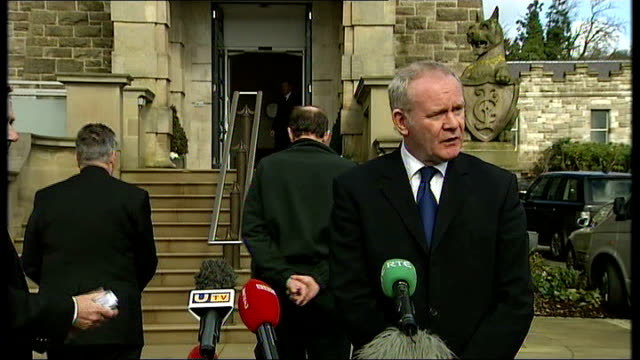 sinn fein condemn attacks press and robinson and orde away from press conference as martin mcguinness joins them - シンフェイン点の映像素材/bロール