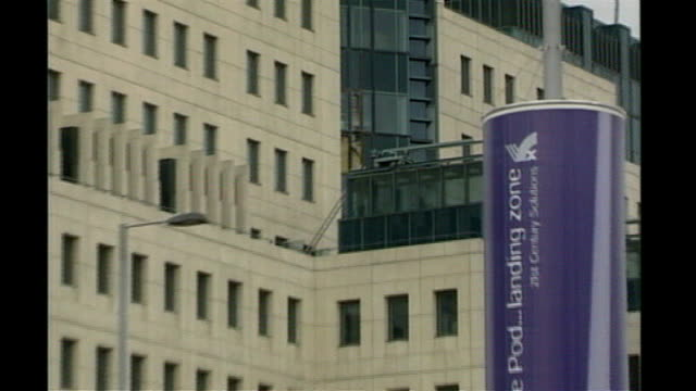 northern ireland soldier murders: victims named / police investigation; t21090001 21.9.2001 london: damage to mi6 headquarters building from rocket... - mi6 stock-videos und b-roll-filmmaterial