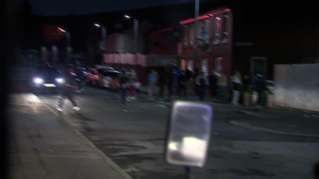 unrest continues; northern ireland: belfast: ext / night line of riot police with shields along up road / police vans / police officers running along... - war and conflict stock-videos und b-roll-filmmaterial