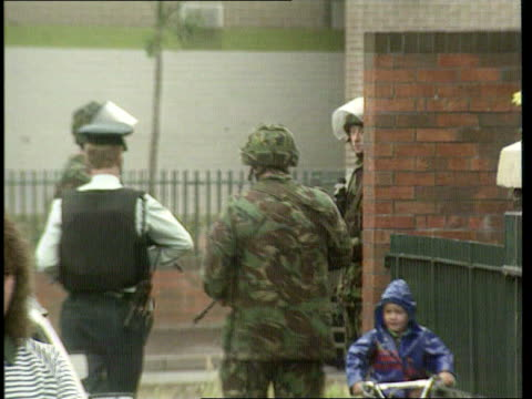 vídeos de stock e filmes b-roll de unrest/possibility of internment; itn northern ireland: county armagh bv policemen standing by tape across road where soldier was killed by landmine... - província do ulster