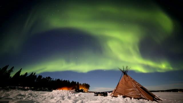 northern light aurora in scandinavia - polarlicht stock-videos und b-roll-filmmaterial