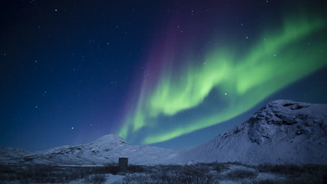 vidéos et rushes de northern light in greenland - paysage enchanteur