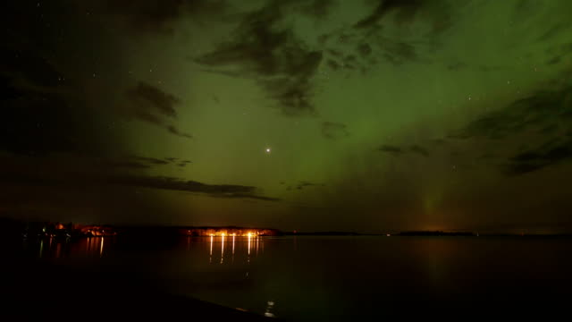 vídeos de stock, filmes e b-roll de northern lights, timelapse - espaço e astronomia