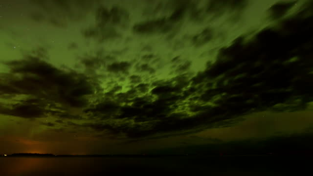vidéos et rushes de northern lights, timelapse - altocumulus