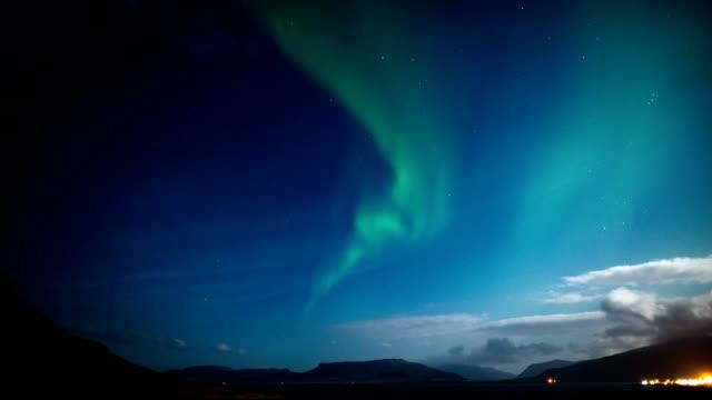 zeitraffer: northern lights - polarlicht stock-videos und b-roll-filmmaterial