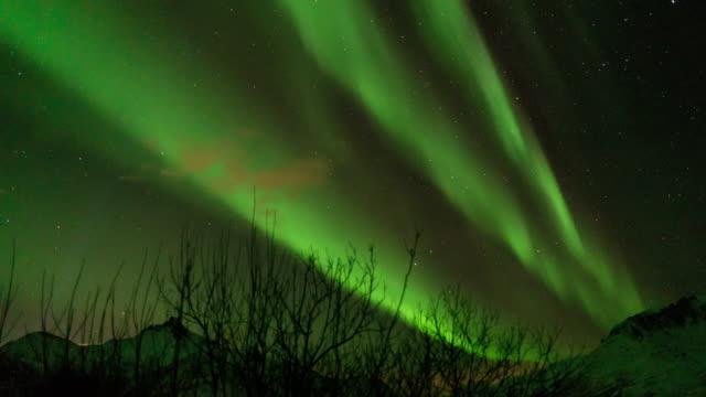 vídeos de stock e filmes b-roll de northern light,time lapse. - aurora polar
