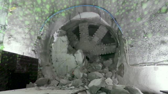 stockvideo's en b-roll-footage met northern line extension breakthrough - ingenieurswerk