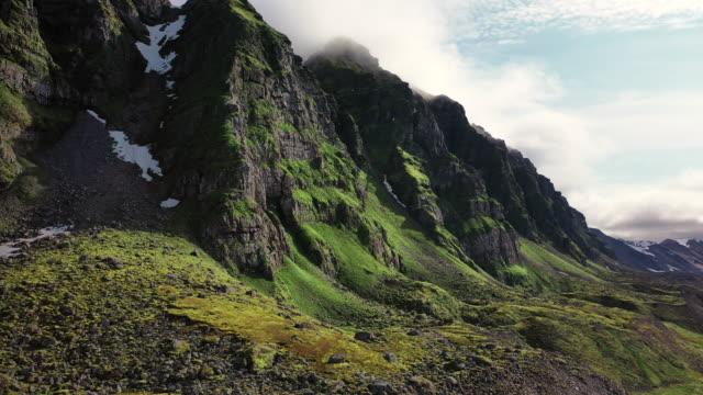 northern tip of prins karls forland - スヴァールバル諸島点の映像素材/bロール