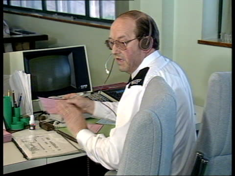 vidéos et rushes de england newcastle control centre answers emergency ambulance calls voice over radio heard ambulance along with lights flashing over bridge ambulance... - voix