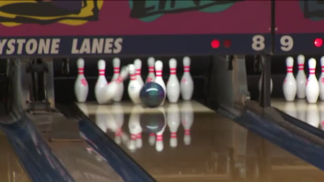 ktla norwalk ca us 104 years old bowler joe talasy playing bowls on wednesday january 22 2020 - einfaches leben stock-videos und b-roll-filmmaterial