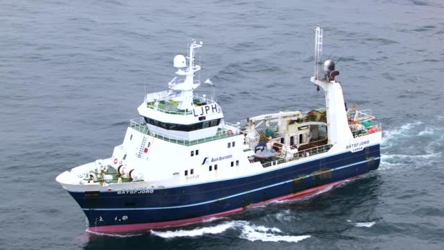 stockvideo's en b-roll-footage met norway : batsfjord harbor trawler - vissersboot