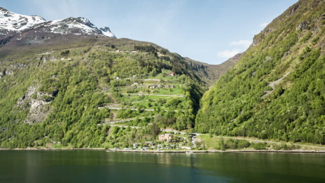 norway, geiranger, geiranger fjord. unesco world heritage site. view on eagle road with 11 hairpin bends. - ジグザグ点の映像素材/bロール