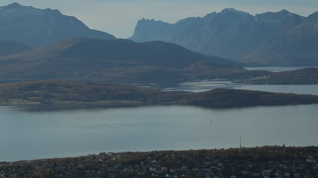 vídeos de stock e filmes b-roll de norway. tromse - above view of the city - noruega