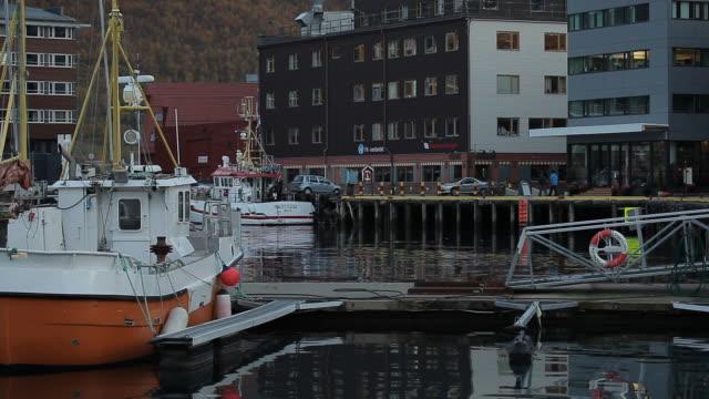 vídeos de stock e filmes b-roll de norway. tromse - the streets of a small town - noruega