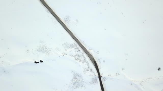 vidéos et rushes de routes panoramiques norvégiens - le côté nord de la norvège - endroit isolé
