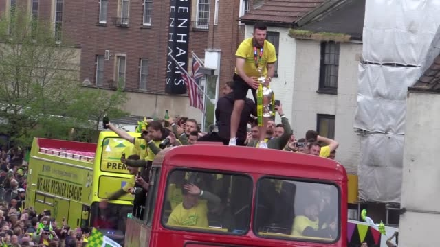 norwich city celebrate promotion to the premier league with an open top bus parade through the city after securing the championship title on the... - norwich england bildbanksvideor och videomaterial från bakom kulisserna