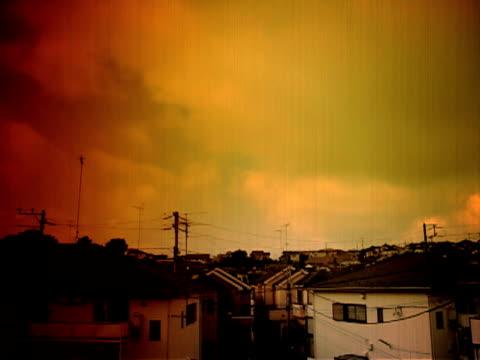 vidéos et rushes de nostalgic nuages passant du temps qui passe (vieux style de film - atmosphere filter