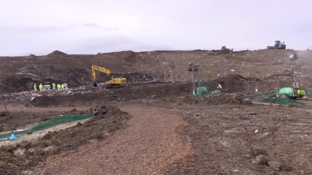 stockvideo's en b-roll-footage met no audio available. gvs of police investigating the disappearance of raf gunner corrie mckeague searching a landfill site in milton, cambridgeshire.... - audio available
