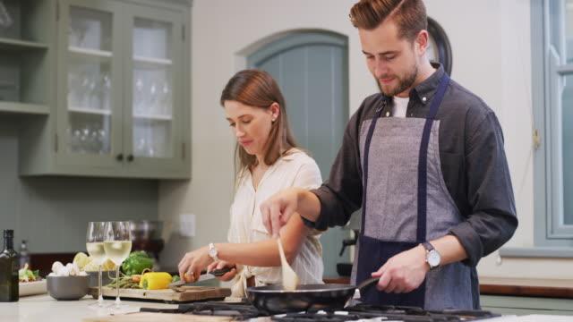 vídeos y material grabado en eventos de stock de nada mejor que una comida casera - happy meal