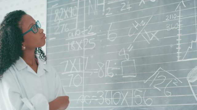 nichts wächst ein junger geist wie mathematik - trigonometrie stock-videos und b-roll-filmmaterial