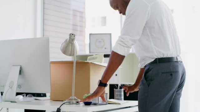 vídeos y material grabado en eventos de stock de nada es permanente, ni siquiera el éxito - cambio de oficina