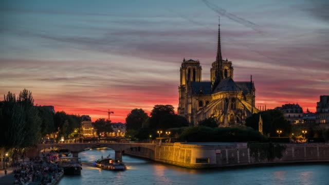 vidéos et rushes de cathédrale notre dame, paris, france - time lapse - monument