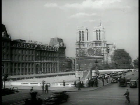 notre dame pedestrians cars street ws obelisk pillar fountain place de la concorde cars ws french national assembly building bridge fg - french national assembly stock-videos und b-roll-filmmaterial