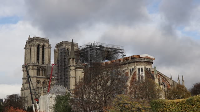notre-dame cathedral under renovation in paris. consolidation - 防水シート点の映像素材/bロール