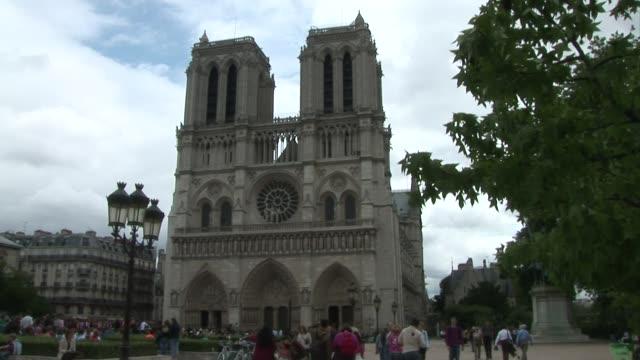 NotreDame de Paris Exterior BRoll 02
