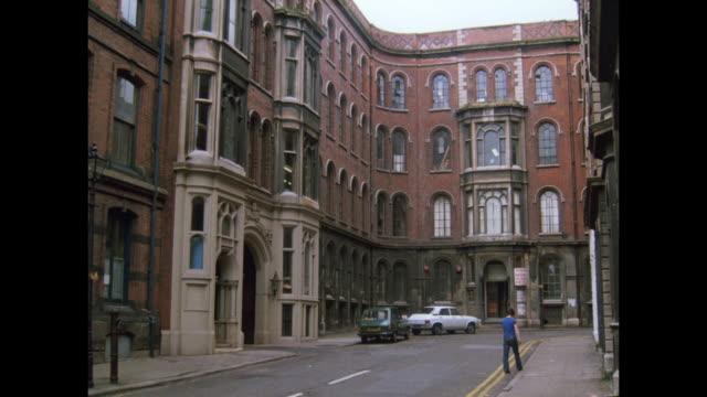 1981 - nottingham lace industry - ノッティンガム点の映像素材/bロール