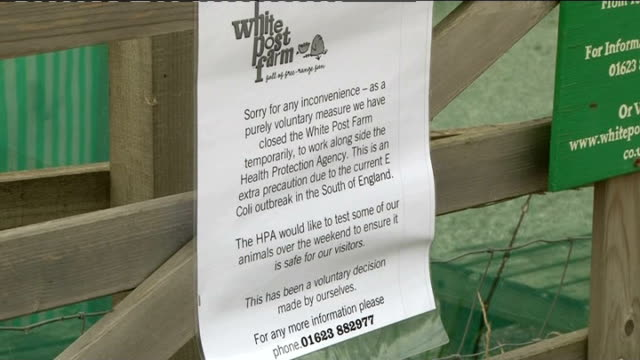 nottinghamshire: ext white post farm entrance and sign on gates notifying that the farm has been closed as pracautionary measure because of e.coli... - e post bildbanksvideor och videomaterial från bakom kulisserna