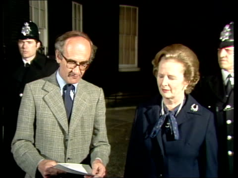 navy retake south georgia england london no 10 ms margaret thatcher and defence secretaryjohn nott out of no 10 downing street sof quotladies and... - downing street stock-videos und b-roll-filmmaterial