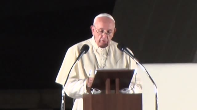 pope francis said sunday a world without nuclear weapons is possible and necessary calling for action on the part of all to realize it in a speech at... - ローマ法王点の映像素材/bロール