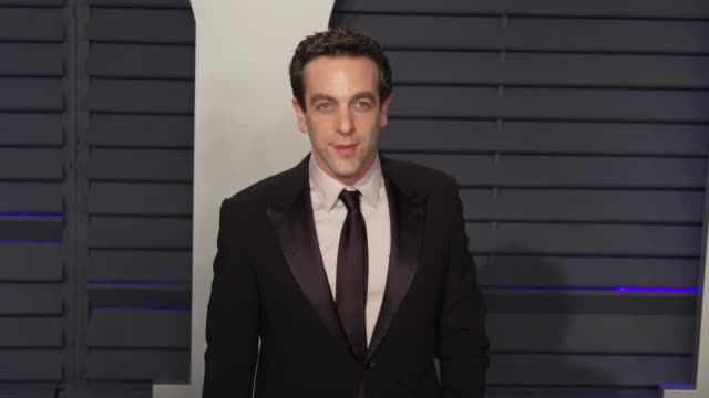 vídeos de stock, filmes e b-roll de b j novak and mindy kaling at 2019 vanity fair oscar party hosted by radhika jones at wallis annenberg center for the performing arts on february 24... - vanity fair oscar party