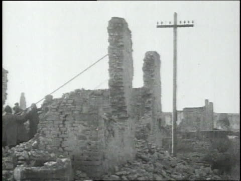 november 12 1918 ws engineers pull down a wall of ruins at nantillois / france - anno 1918 video stock e b–roll
